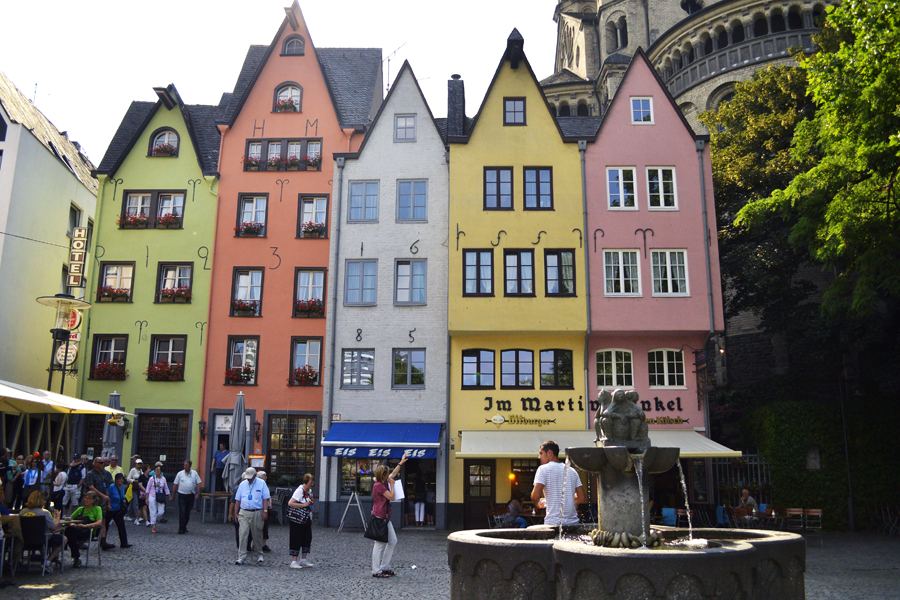 Если интересуетесь, как покрасить фасад, предлагаем вам данную статью