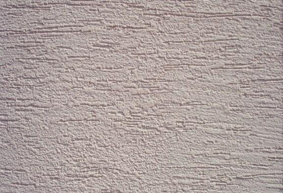 Как отделывать поверхности таким материалом, как короед штукатурка?
